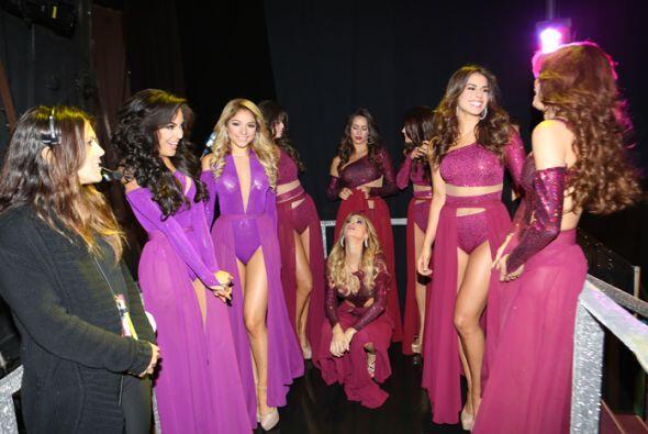 ¡Pero qué escena! Juntas las siete reinas con las cuatro finalistas.