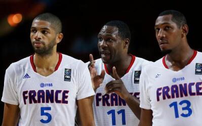 El seleccionado olímpico de básquetbol masculino de Serbia derrotó a su...