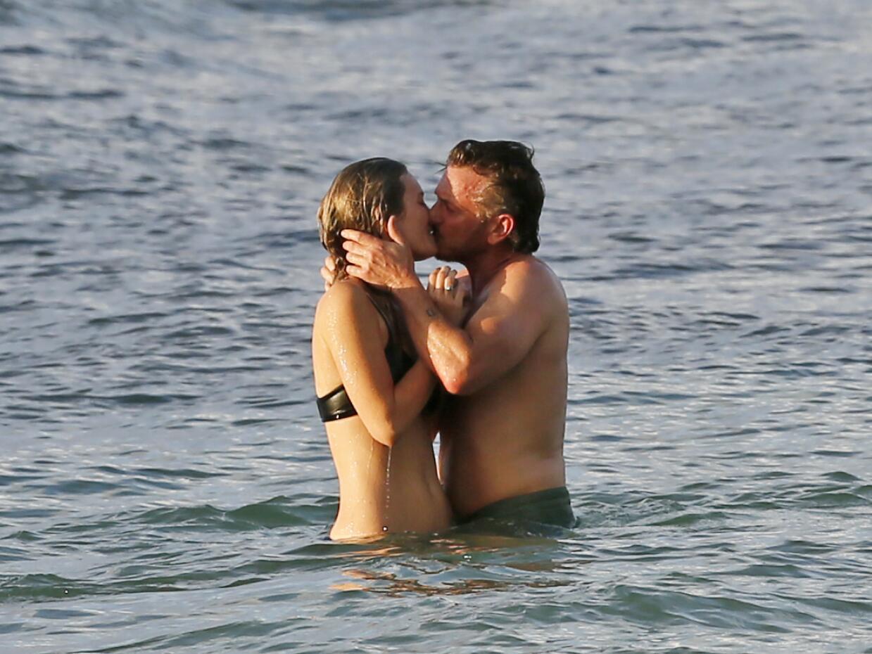 Sean Penn y Leila George en Oahu