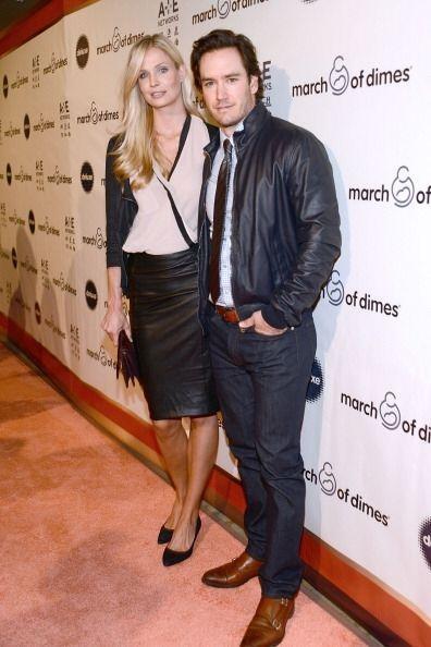 El actor Mark-Paul Gosselaar  tampoco faltó al evento y acudió muy bien...