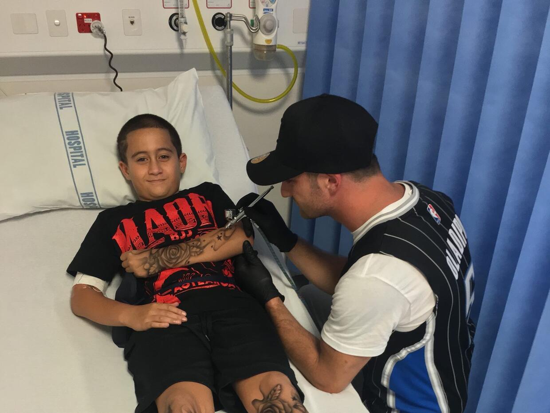 El artista Benjamin Lloyd comparte fotos de los niños hospitalizados a l...