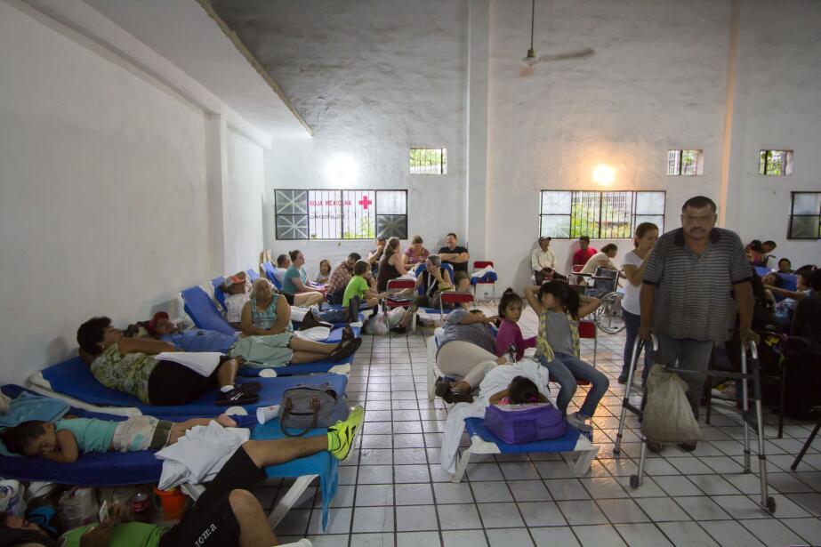 Puerto Vallarta recibe al potente huracán Patricia GettyImages-493967066...