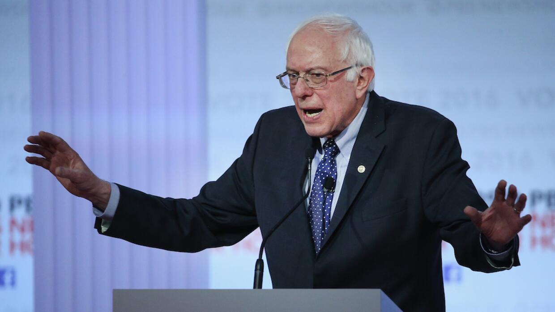 Sanders usó la hemeroteca para atacar a su rival en el tema migratorio