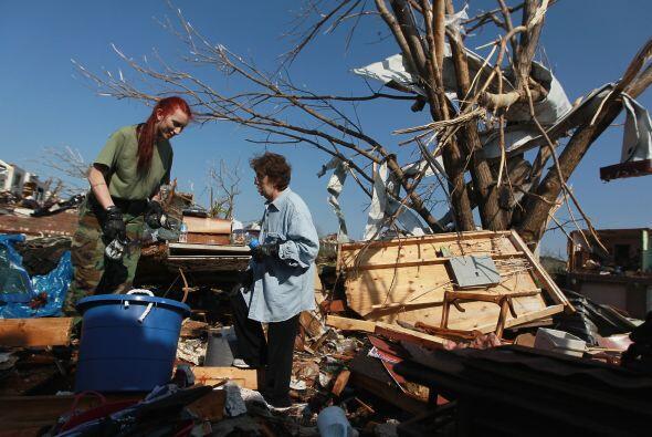 """El tornado destruyó posiblemente """"miles"""" de viviendas,..."""
