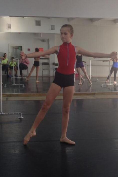 """""""Igualita a su padre !!! Jajaaj mi nicole en su clase de ballet .. No en..."""