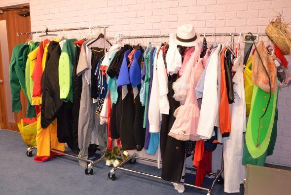 Una amplia selección de disfrazes y ropa para la acción. ¿Harán fiesta d...
