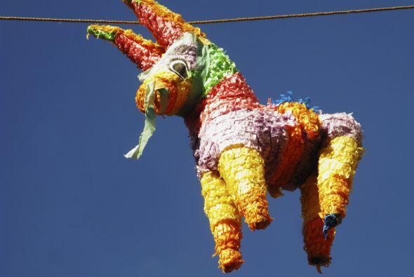 Piñata. Algo que no puede faltar en ninguna celebración en México es una...