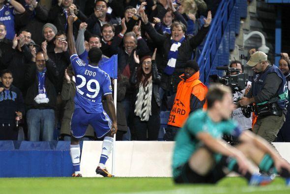Eto'o logró su doblete al minuto 54. Demba Ba completó la goleada para u...
