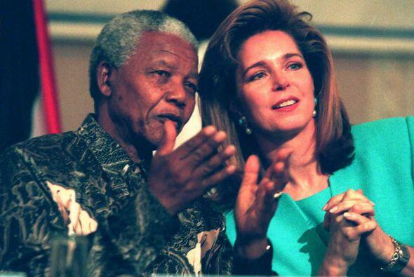 Aquí con la reina Noor de Jordania, en su calidad de Presidenta d...