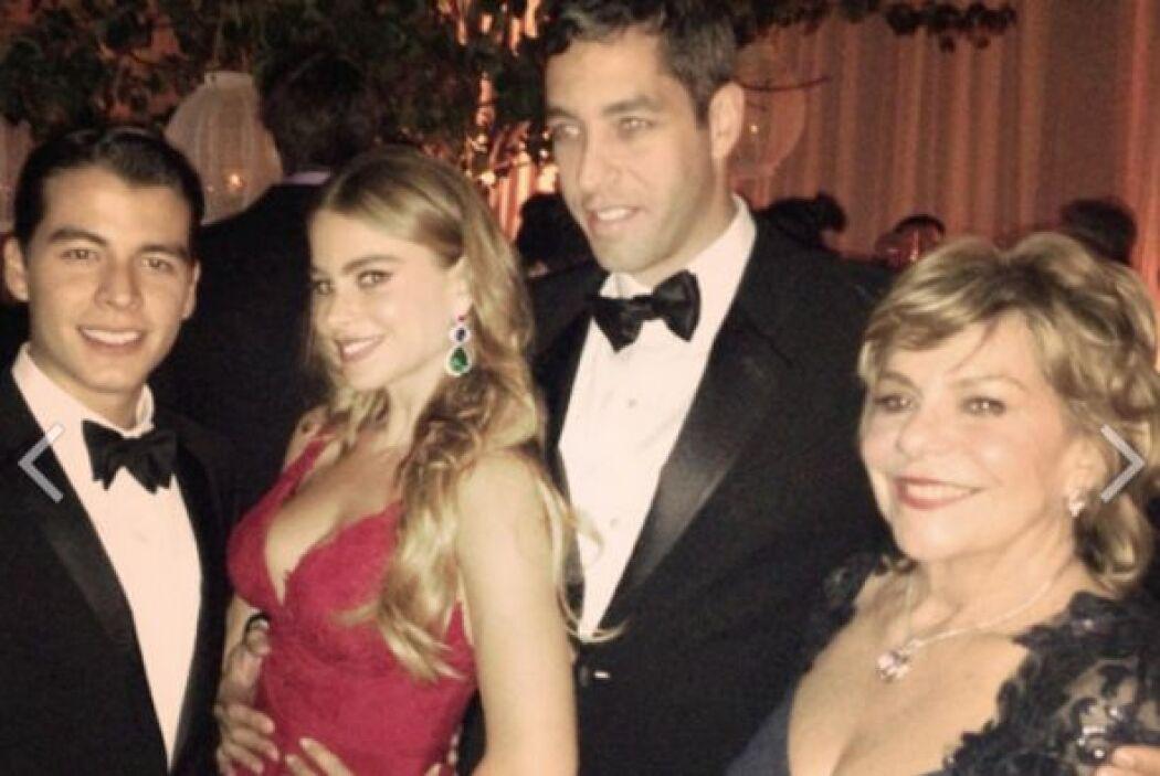 Sofía, su mamá, su hijo y Nick. Mira aquí lo último en chismes.