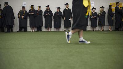 Un estudiante no puede costear su universidad trabajando a tiempo parcial.