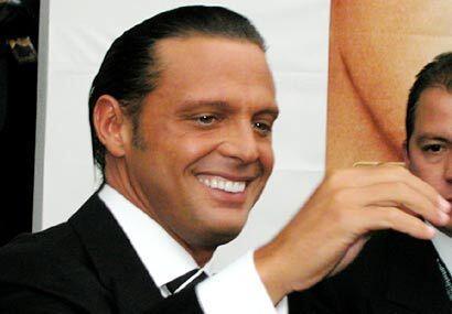 Luis Miguel también siempre está preocupado por estar bien peinado.