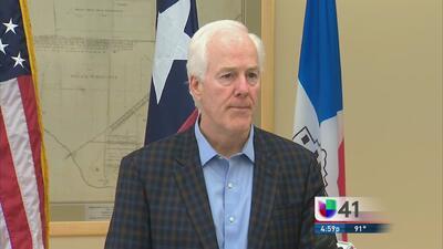 Senadores visitan a niños refugiados en San Antonio