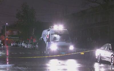 Una mujer murió apuñalada en Queens; su novio sería el principal sospechoso