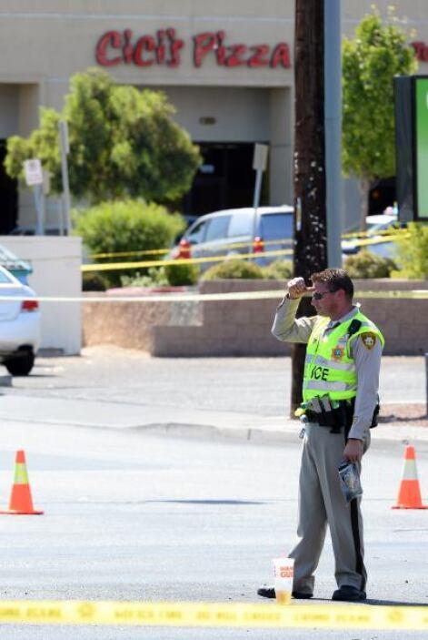 Cuando el otro policía trató de sacar su arma, fue ultimado.