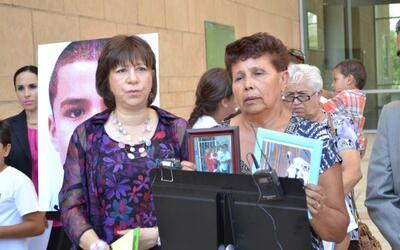 La familia de José Antonio Elena Rodríguez, un joven de 16...