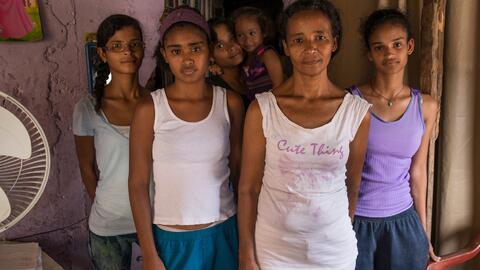 Paula Navas, 37 años, madre de siete hijas, padece las consecuenc...