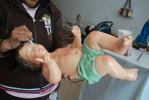 La venta y reparación de figuras del niño Dios, así como su vestimenta e...