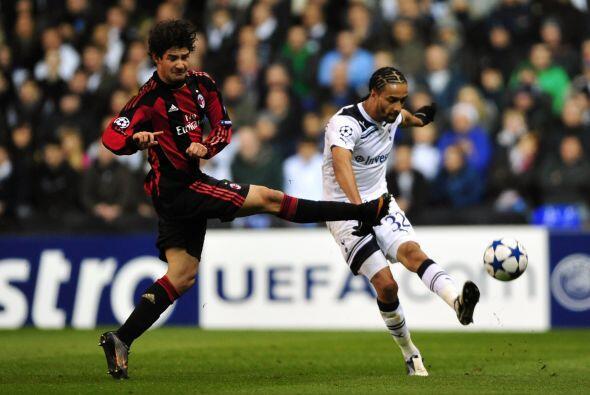 Los 'Spurs' se esforzaban en mantener el balón lejos de su porter...