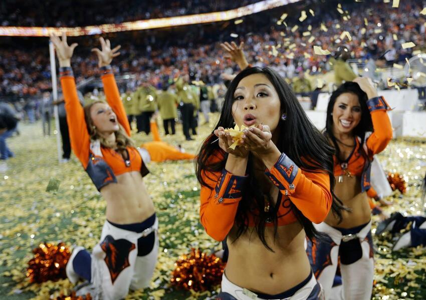 Ellas llenaron de belleza y diversión el emparrillado del Levi´s Stadium...