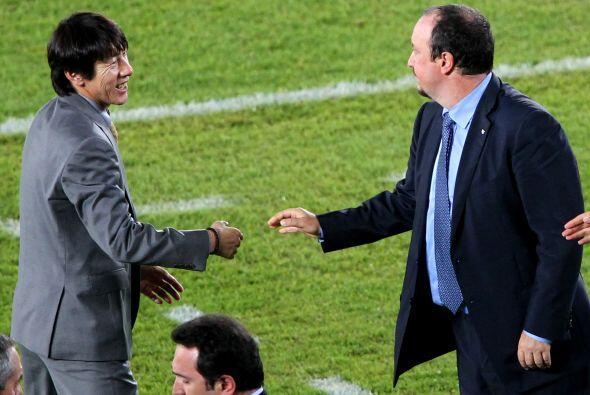 Rafael Benítez, técnico interista, se saludó con su...