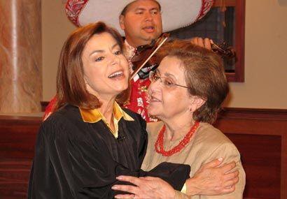 La madre de la jueza también hizo parte de la sorpresa.