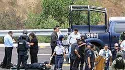 Asesinaron a diez policías federales mexicanos durante doble ataque a0b4...