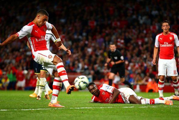 En el Arsenal-Tottenham también se presentaron jugadas curiosas como en...