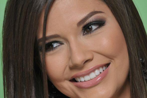 Este 26 de julio Ana Patricia González cumple 26 años, así que la sentam...