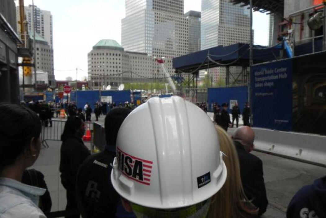 Algunos de los trabajadores que están construyendo la nueva edificación,...