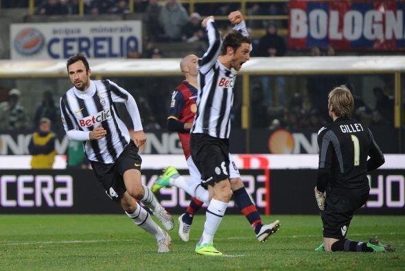 Vucinic puso el 1 a 1 y tranquilizó las cosas para una Juventus q...