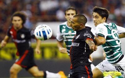 En un partido con mucha movilidad Atlas y Santos dividieron honores