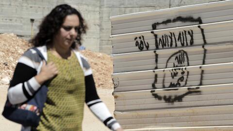 Graffiti con la bandera de Estado Islámico en el este de Jerusal&...