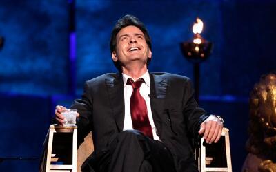 Charlie Sheen reacionó a las muertes de Carrie Fisher y su mam&aa...