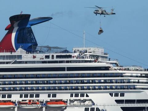 La travesía del crucero vacacional averiado llegaba el jueves a s...
