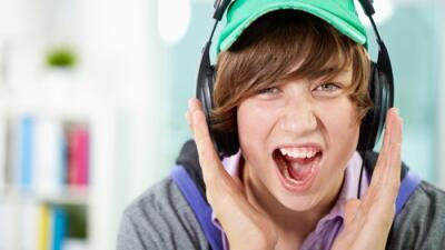 Desde usar audfonos para escuchar música alto, el tiro al blanco,...