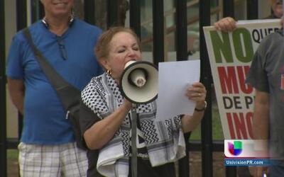 Madres contra la Guerra se manifiestan frente al Tribunal Federal en Hat...