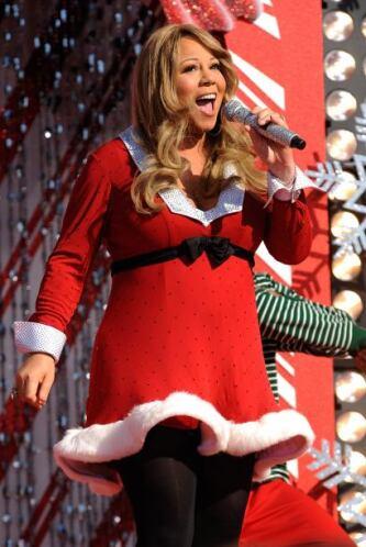 La cantante además de darnos una hermosa postal vestida de Santa en la t...