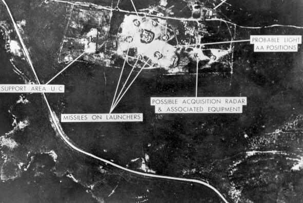 Vista aérea de una de las bases con cohetes de mediano alcance, tomada e...