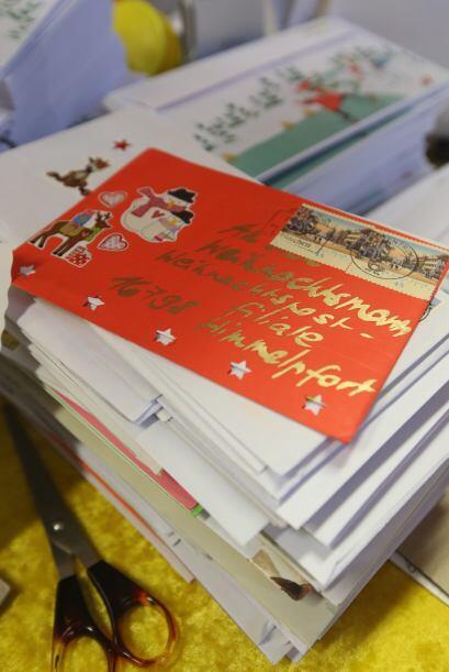 Este es un de las cartas que recibe Santa en esta temporada. Vemos como...