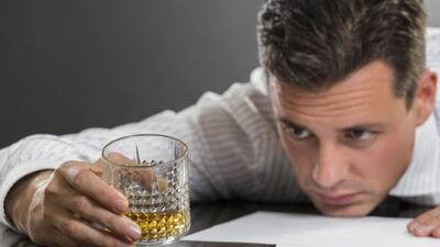 El alcoholismo de los padres, un grave problema en la adultez.