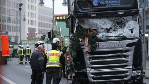 Camión que embistió a una multitud en un mercado navideño en Berlín deja...