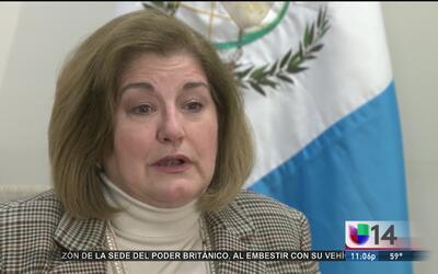 La cónsul general de Guatemala en SF explica que el retraso en la emisió...