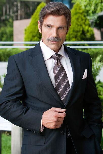 Manuel Landeta es Rubén, un hombre maduro y con doble moral. Apar...
