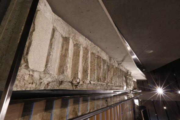 Imagen que muestra los restos de las escaleras de la torre norte, tambié...