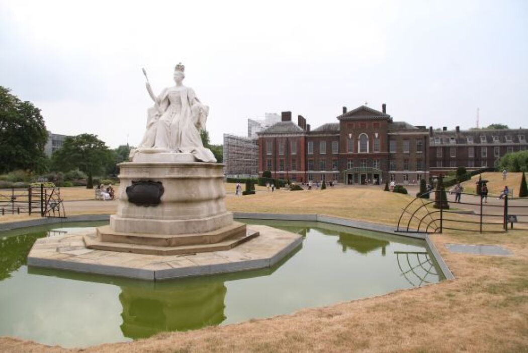 Este hermoso palacio cuenta con enormes jardines, una rica colección de...