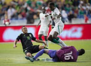 Luis Montes salió al medio tiempo del juego ante Senegal.
