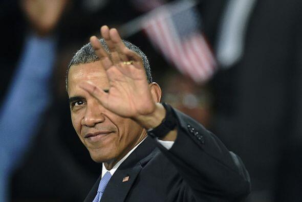 Obama saluda a los asistentes.