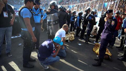 Luto en el fútbol hondureño: una estampida humana en un estadio dejó cua...