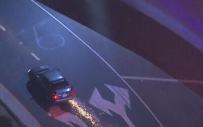 Policía de Los Ángeles persigue a conductor que estaría ebrio y armado